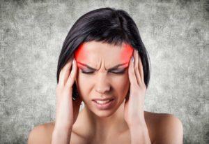 Remèdes à la maison utilisant des huiles essentielles pour le soulagement des maux de tête